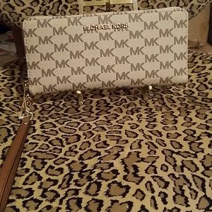 Michael Kors NEW with tags logo wallet